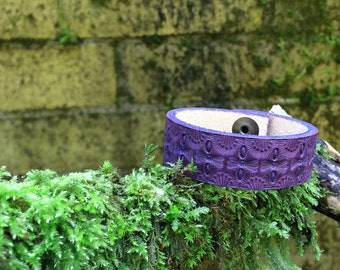 Deep purple leather diffuser bracelet - hand tooled design - personal diffuser bracelet ready to use with essential oils
