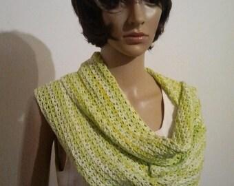 Crocheted light Möbiusschal in bright green