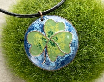 Round pendant Lucky green four leaf Clover