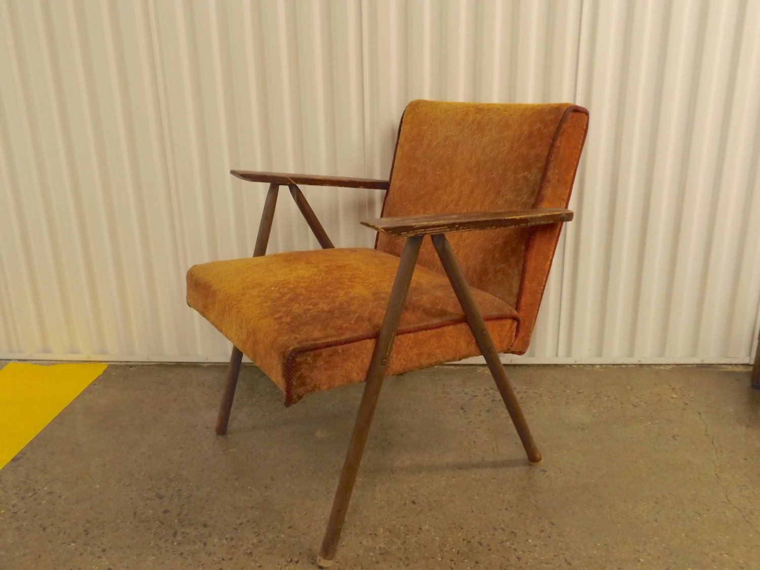 Mid century modern vintage lounge chair wood arms aluminum burnt
