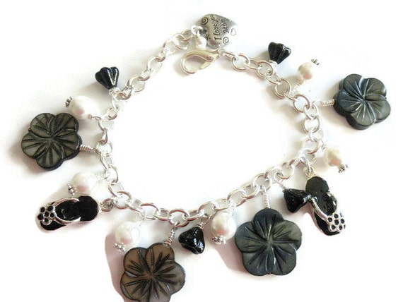 Black and White Bracelet Pearl Bracelet Charm Bracelet Mother's Day Bracelet