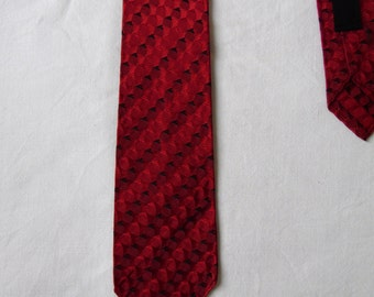 Mens vintage tie cravate, red & black patterned striped tie, French 70s slim cravate, two tone textured neck tie