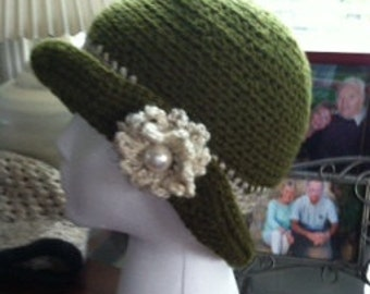 Green hat with off white flower