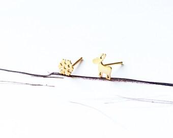 Gold Reindeer Snowflake Stud Earring 925 Sterling Silver Stud Earring Christmas Holiday Special Stud Earring Simple Earring Ideal Gift
