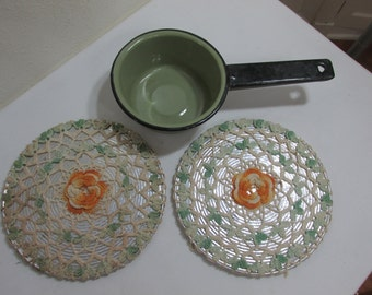 Green Enamel Saucepan and 2 Crocheted Covered Hot Pad Trivets