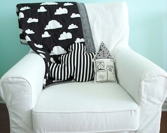 Modern Baby Quilt in Black and White Cloud Print for Boy or Girl – Reversible