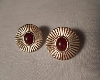Vintage / CARNELIAN LUCITE EARRINGS / Pierced / Gold / Oval / Art Moderne / Retro / Trendy / Fashionista / Statement / Chic / Accessories