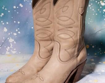 FRYE Women's White Cowboy Boot Size 7 .5