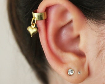 Dainty dangle heart ear cuff, Cartilage ear cuff, Gold heart ear cuff, No piercing ear cuff,Cartilage earring, small ear cuff, Gold ear cuff