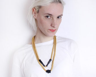 GALVANIZE - Yellow stepped necklace with black galvanized metal parts