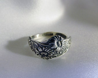 Small Daisy Spoon Ring Sterling Silver Flower Nature Jewelry July Birth Flower Symbolic of Cheerfulness