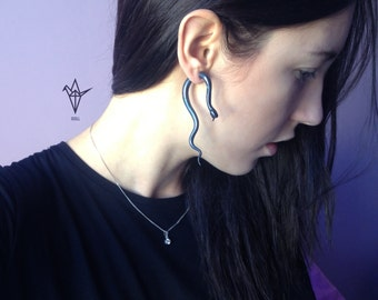 Fake Gauge Earrings - 1 pair. Snakes.