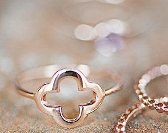 Rosé-Gold Ring mit Klee überqueren, zarte Stapeln Ring Bestseller, Trend Ring, Freundschaftsring, Brautjungfern, Hochzeit, Braut, Engagement, Charme