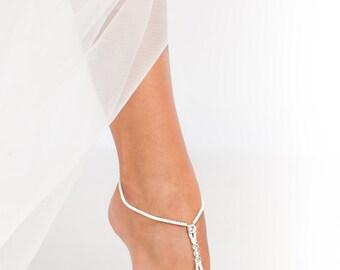 Beaded Footless sandals Bridal foot jewelry Simple Barefoot Sandals Bridal feet accessories Toe thongs Barefoot wedding Anklet Rhinestone