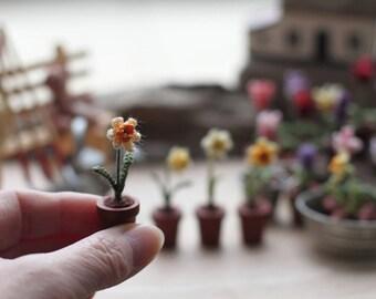 Miniature flower daffodil in a pot, Fairy garden flower. Crochet daffodil, Mother's day gift, Easter flower, spring gift, ONE flower choose