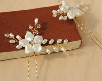 Bridal Pins, Wedding Headpiece, Hair Accessory made of clear crystals and ivory pearls.