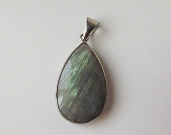 Natural Labradorite silver plated pendant  ( #J1332)