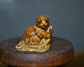 """Beaver figurine made by Wade (England) from USA Red Rose Tea Promotion #2: Beaver. 1.25"""" tall"""
