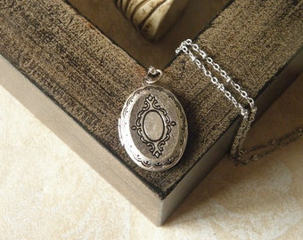 Antique silver fashion trend personality oval locket necklace jewelry bridesmaid necklace