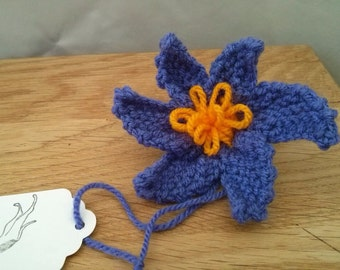 Flower brooch, hand knit