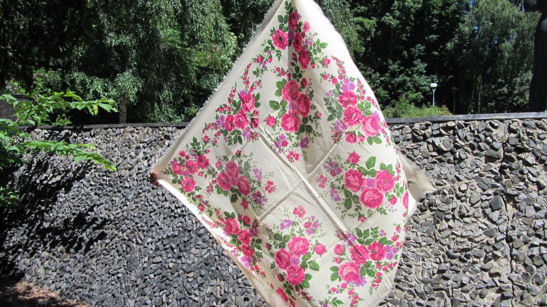 Medium Vintage White Wool Floral Babuska Scarf, Ukrainian White Shawl, Russian F