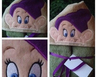 Dwarf Full Sized Hooded Towel