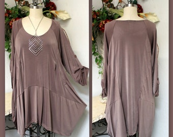 ComfyPlus,Oversize Ultra stylish Lagenlook Plus Size tunic with Dual Pockets.