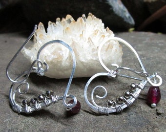 BO-001 earring 925 and Garnet heart free shipping / Free Shipping