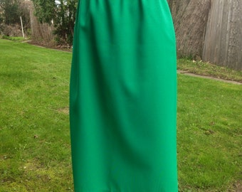 Kelly green business skirt executive tea length midi skirt size 8 - 10