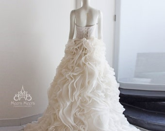 Off the shoulder Tiered Wedding Dress Code KH1211