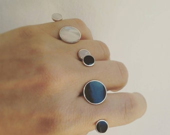 Double finger ring in Sterling Silver mother of Pearl and black agate