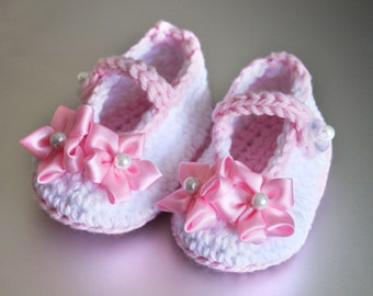 Crocheted baby girl shoes 0-3 Months size