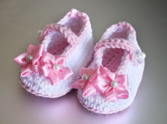 Crocheted baby girl shoes 0 3 Months size