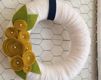 White Yarn Wreath with Yellow Roses, White Wreath, Fall Wreath, Mustard Yellow Wreath, Felt Flower Wreath