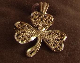 Vintage 14K Gold Filligree Shamrock Pendant Charm