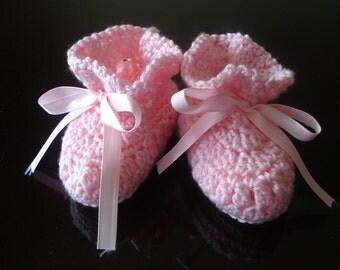 Crochet Baby Booties, pink baby booties, Baby Girl Booties, 0 -3 months Baby Booties,,Handmade baby booties,photo prop, baby shower  gift
