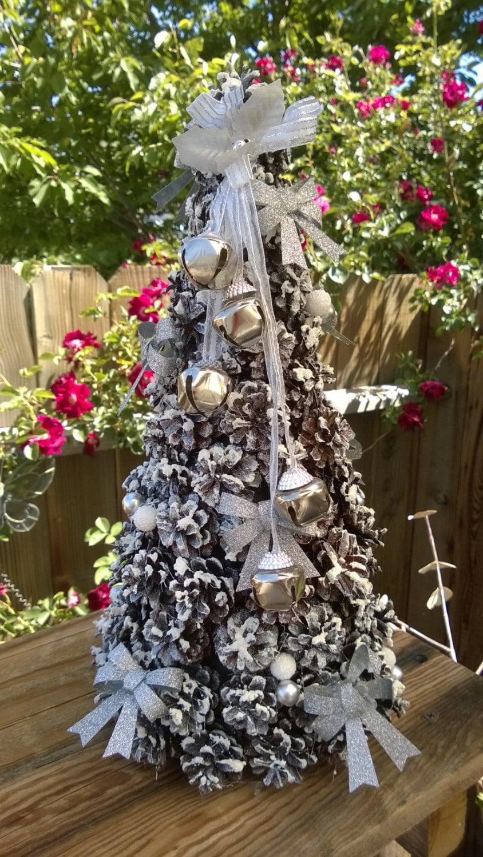 White pine cone christmas tree for Pine cone xmas tree