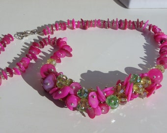 Shell necklace and fuschia pink Crystal