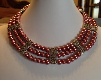 Elegant Mauve Pearl Necklace