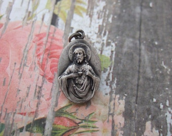 SACRED HEART of JESUS Antique vintage pendant medal 20mm religious Catholic Silver finish metal from France
