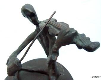 Vintage METAL SCULPTURE, Sitting Violinist, Bronze Fiddler violinist sculpture vtg violinist figurine violinist figure decorative F03/137