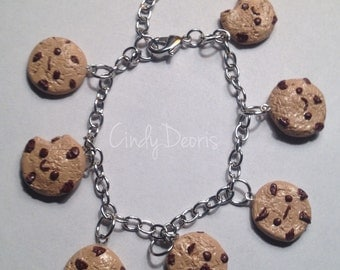 Chocolate chip cookie charm bracelet.
