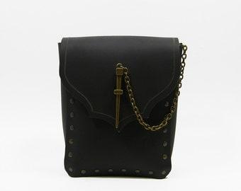 Bag of the adventurer, for wearing on a belt