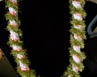 A7 - Light pink and white Lei  (A7)