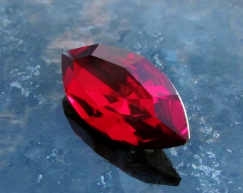 1 pc Siam Red Navette Glass Jewel, 18x9mm, Marquise Pointed Back Stone, Gold Foil Backed, Jewelry Supplies, Ruby Red