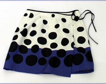 Wrap-around skirt with points