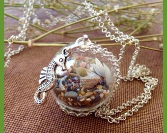 Medium long necklace with a splash of sea, Sand and shells with True