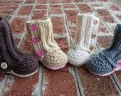 MADE TO ORDER Crochet Baby Ugg Boots, Ugg Crib Shoes, Baby Boots - Wrap, button up, Ugg look-alike, baby girl or baby boy
