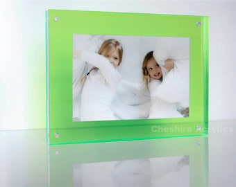 """Perspex acrylic plexiglas high gloss 20mm magnetic desk frame for 6x4"""" photo / picture"""