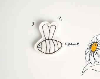 Smiling Bee brooch